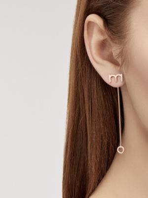 Kolczyki z literkami różowe złoto minimalistyczna biżuteria moie
