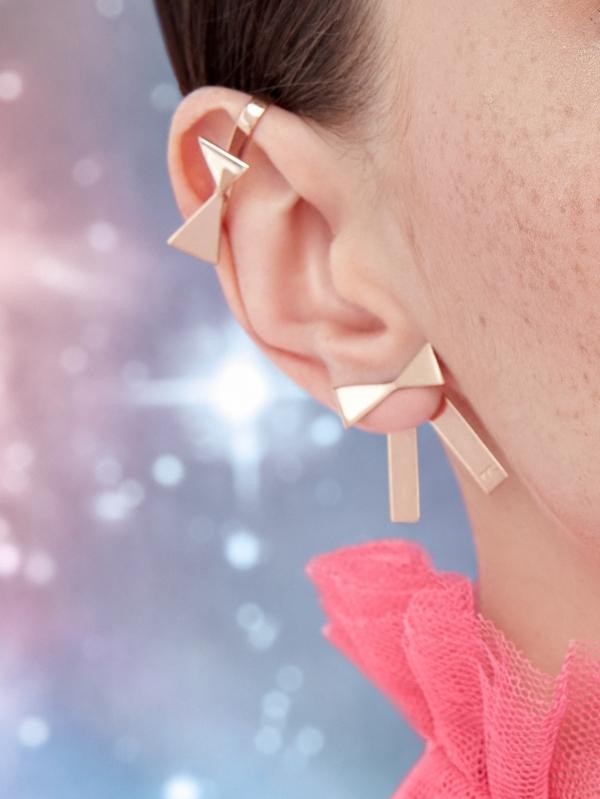 Nausznica z kokardką różowe złoto minimalistyczna biżuteria moie