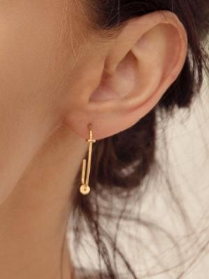 kolczyki asymetryczne agrafki re6 gold złoto minimalistyczna biżuteria moie